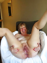 Mature Granny at Home Full Naked -4