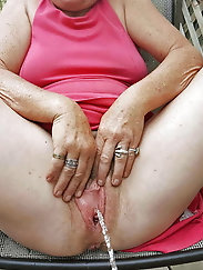 Impressive mature granny is getting pleasure on pix