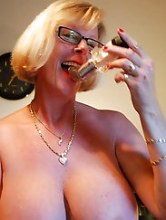 SEXY BITCH BLONDE PHYLLIS GRANNY BIG TITTS