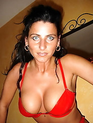Superb mature tart is getting pleasure on picture
