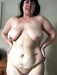 Experienced MILF puts on hot panties