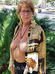 Delightful mature cougar seems fuckable