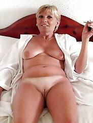 European mature granny is fingering her pussy