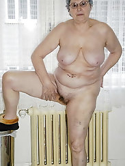Cock hardening granny posing in stockings