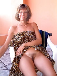 Hot mature housewife having soaked holes