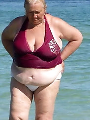BBW matures and grannies at the beach 511