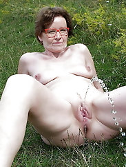 Watching granny have a piss is so hot
